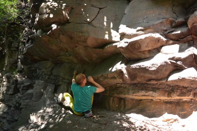 Sitzstart am Boulderquergang auf der oberen Terrasse