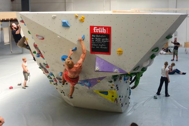 Auch zum Ballern findet ihr im Stuntwerk viele, viele Boulderstrecken