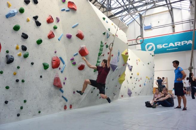 Diese Ideen finde ich toll: Seile und Ringe verbinden die Boulderstrecken von Wand zu Wand