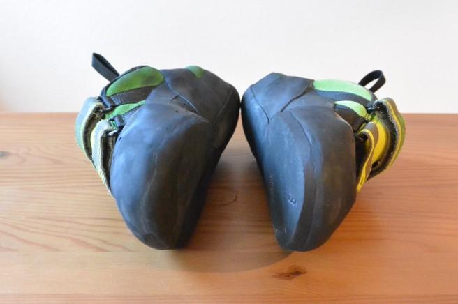 Vorher-Nachher-Bild: Abrieb der vorderen Sohle und Kanten beim Simond Vuarde Tech Green (linker Schuh: nach circa 30 Klettersessions)