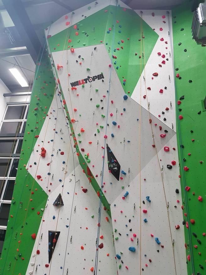 Die Wände erreichen eine Höhe von Boden bis Top von 16 Metern